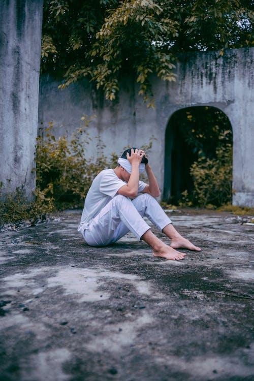 Immagine gratuita di a occhi bendati, adulto, alla moda, camicia bianca