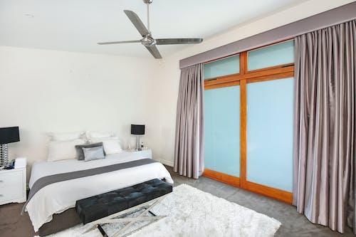 Fotos de stock gratuitas de acogedor, adentro, cama, casa