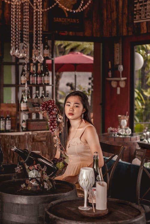 갈색, 과일 그릇, 레드 와인, 레스토랑의 무료 스톡 사진