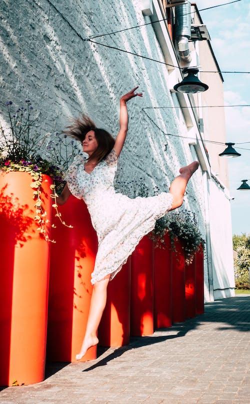 Gratis lagerfoto af bevægelse, dans, kjole