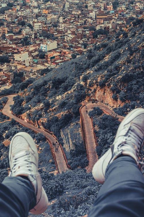 Ilmainen kuvapankkikuva tunnisteilla istuminen, jyrkänne, kallio, mies