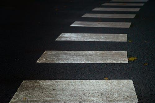 White Cropped Lanes