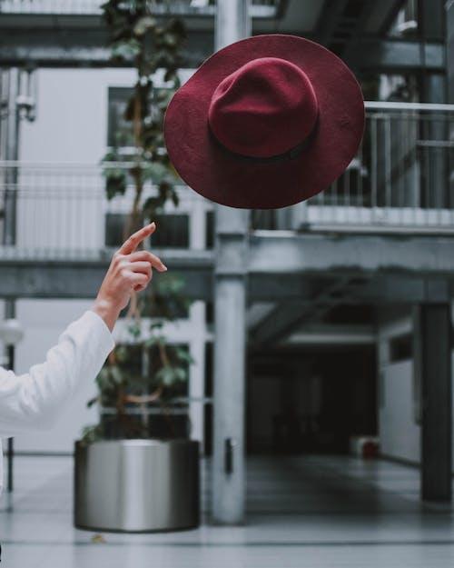 Foto profissional grátis de ao ar livre, arquitetura, cênico, chapéu