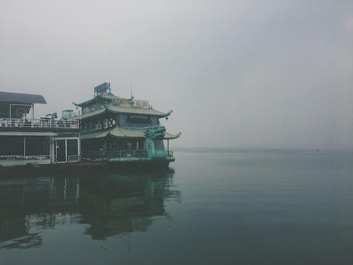 Základová fotografie zdarma na téma Asie, jezero, loď, mlha