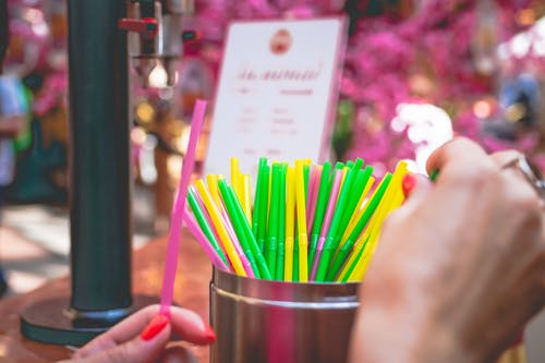Some questions about the regulation of plastic straws in Europe and France