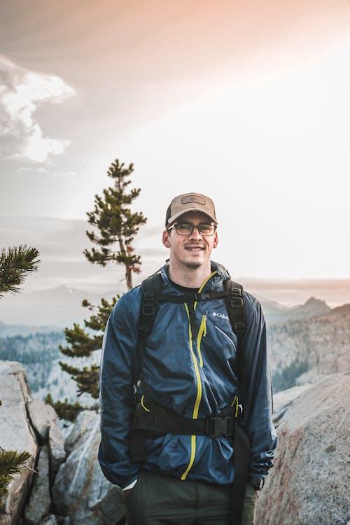 Ingyenes stockfotó álló kép, Férfi, hegy, kaland témában