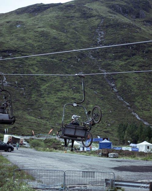 スキーリフト, バイク, ヘルメット, マウンテンバイクの無料の写真素材