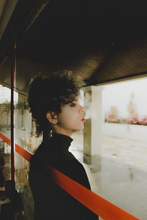 Безкоштовне стокове фото на тему «вид збоку, дим, дорослий, жінка»