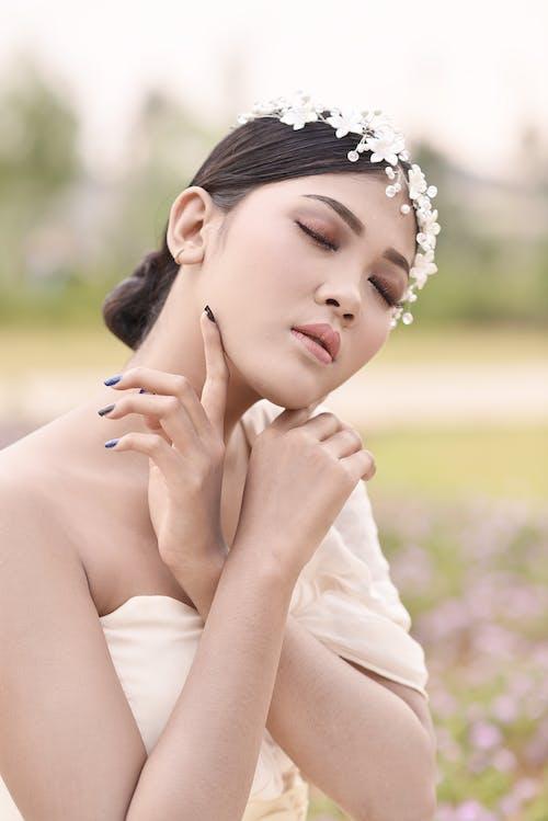 Gratis stockfoto met aantrekkingskracht, Aziatische vrouw, buiten, eenvoud