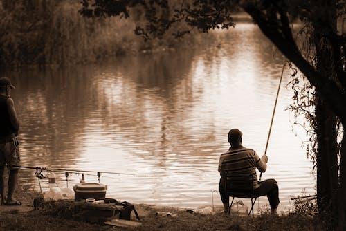 Darmowe zdjęcie z galerii z jezioro, lato, mężczyźni, natura