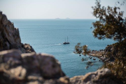 Darmowe zdjęcie z galerii z głębia pola, horyzont, łódź, morze