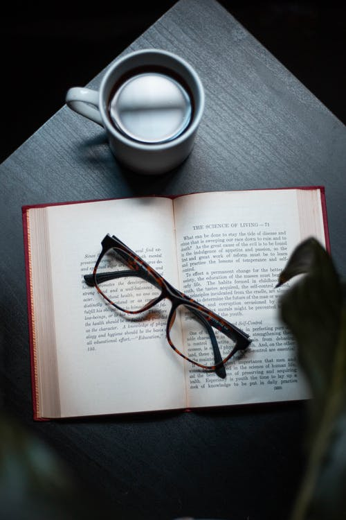 Darmowe zdjęcie z galerii z drink, kawa, książka, kubek