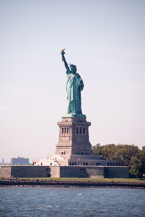 abide, görülecek yer, heykel, ırmak içeren Ücretsiz stok fotoğraf