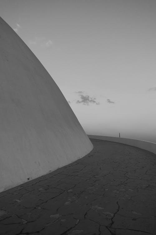 Gratis stockfoto met barsten, eenkleurig, gebouw, hemel