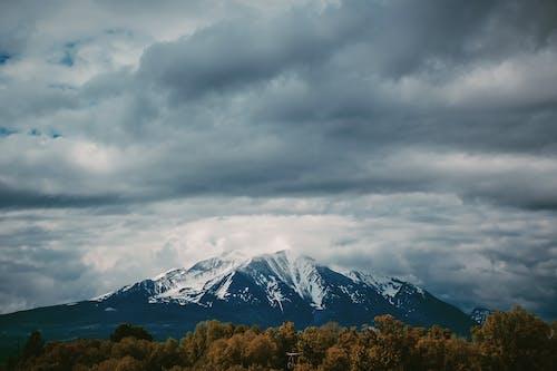 açık hava, bulutlar, dağ, doğa içeren Ücretsiz stok fotoğraf