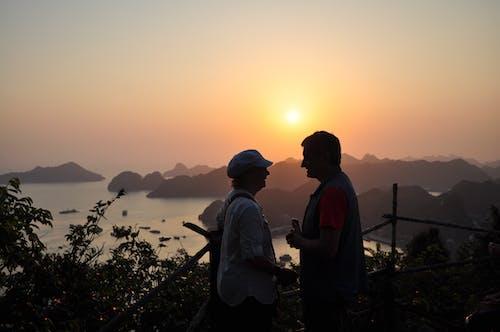 คลังภาพถ่ายฟรี ของ คู่, คู่แต่งงาน, พระอาทิตย์ตกที่สวยงาม, อ่าวฮาลอง