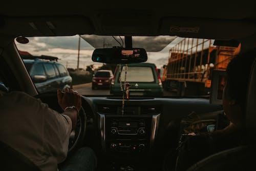 交通系統, 儀表板, 司機, 擋風玻璃 的 免费素材照片