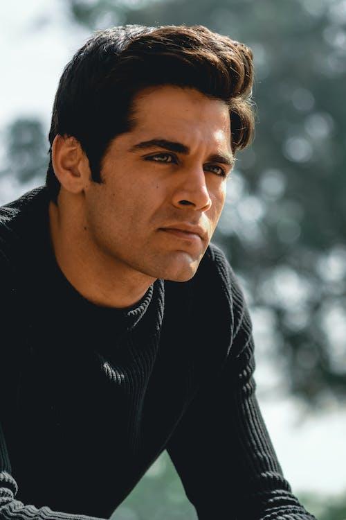Man Wearing Black Long-sleeved Shirt