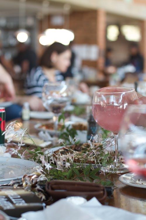 午餐, 派對, 粉红杜松子酒, 餐廳 的 免费素材照片