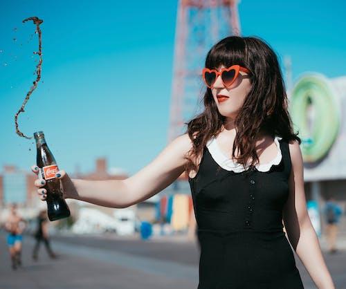 Fotos de stock gratuitas de beber, bonita, botella, Gafas de sol