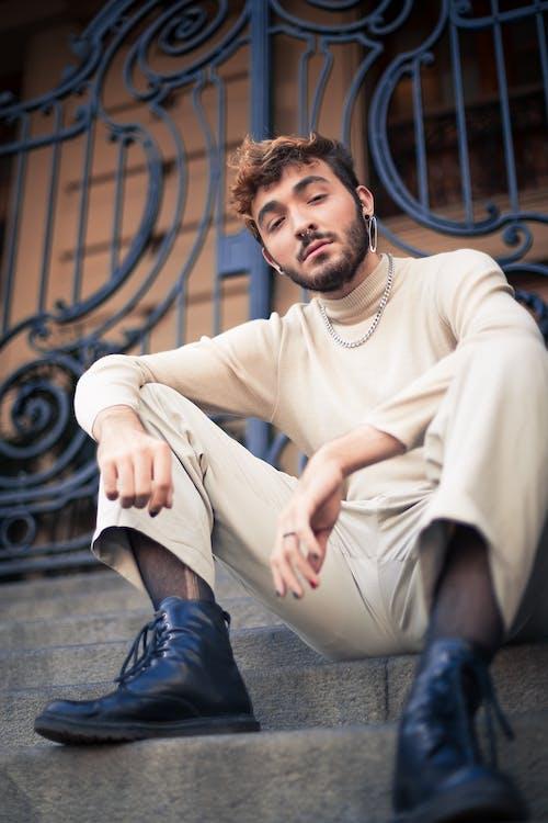 Foto d'estoc gratuïta de assegut, atractiu, de moda, desgast