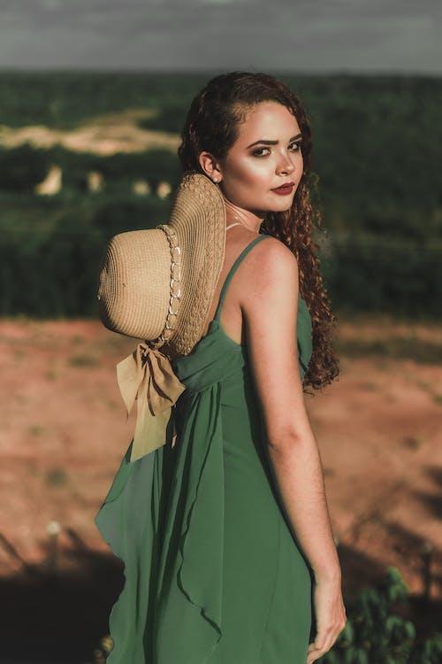 Darmowe zdjęcie z galerii z atrakcyjny, kobieta, moda, model