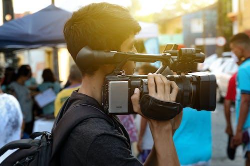 Immagine gratuita di attrezzatura fotografica, cameraman, fotocamera, fotocamera digitale
