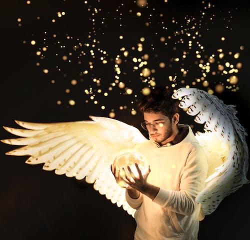 Ilmainen kuvapankkikuva tunnisteilla aasialainen poika, enkeli, juomalasi, kevyt