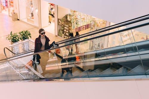 Základová fotografie zdarma na téma architektura, budova, černý pátek, eskalátor