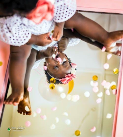 Δωρεάν στοκ φωτογραφιών με αναπαριστώ, αντανάκλαση, βρέφος, γυαλί