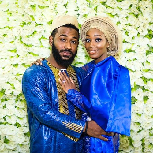 Δωρεάν στοκ φωτογραφιών με αφρικανικός, γαμπρός, ζευγάρια, λουλούδια