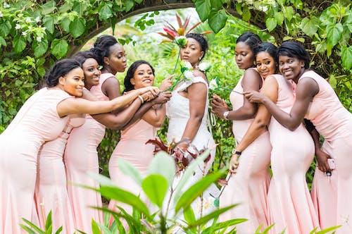 Δωρεάν στοκ φωτογραφιών με λουλούδια, νύφη, ομάδα, παράνυμφος