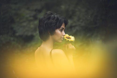 Immagine gratuita di bocciolo, donna, fiore, flora