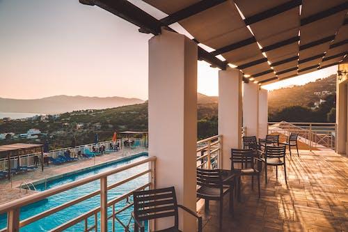 Gratis stockfoto met architectuur, binnenplaats, buiten, eigen zwembad