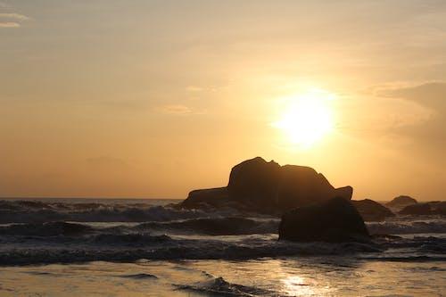 Immagine gratuita di alba, oceano, spiaggia, spiaggia rocciosa