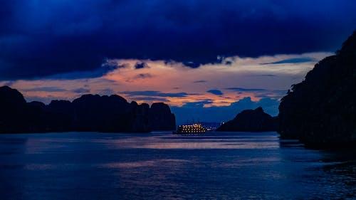 Gratis lagerfoto af blå time, ha lang bay, lan ha bay, smuk solnedgang