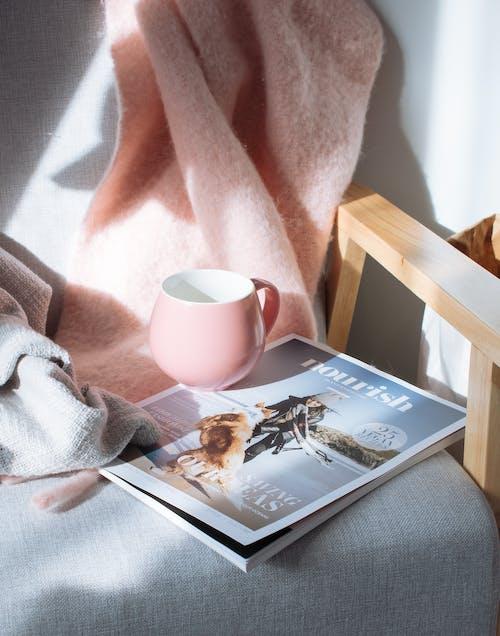 Mug Rose Et Magazine
