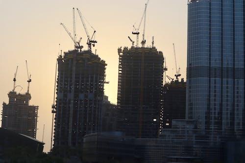 Foto stok gratis alat berat, bangunan, pencakar langit
