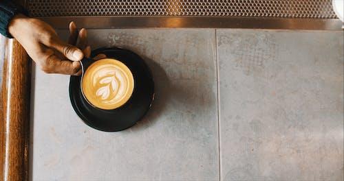 一杯咖啡, 乳液, 乳霜, 人 的 免费素材照片
