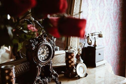 Round Black Analog Deck Clock