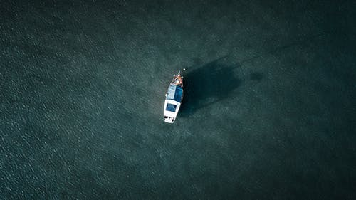 Gratis lagerfoto af båd, bølger, dagslys, droneoptagelse