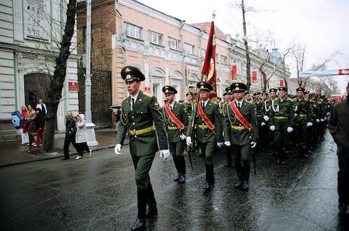 가드, 거리, 걷고 있는, 군대의 무료 스톡 사진