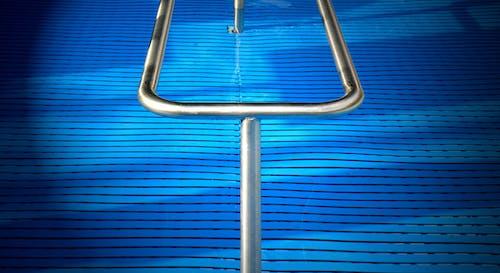 becken, gelã¤nder, keippkur, schwimmbad 的 免費圖庫相片