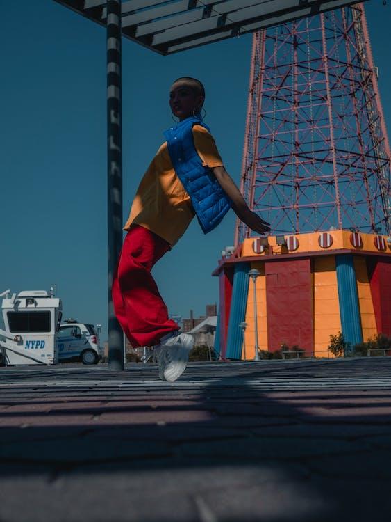 akcia, Brooklyn, človek