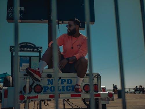 açık hava, adam, ahşap iskele, araç içeren Ücretsiz stok fotoğraf