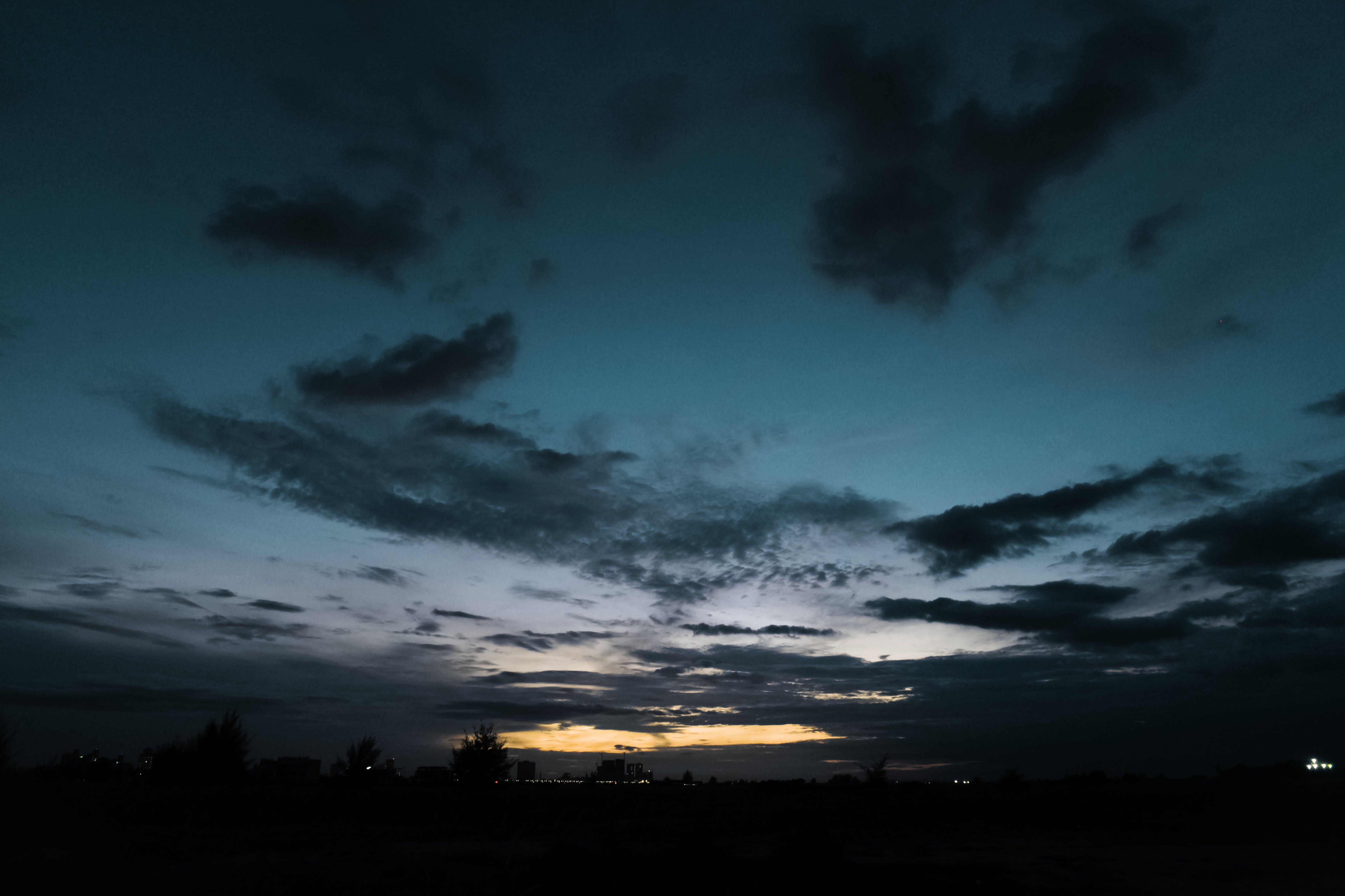 Kostenloses Stock Foto zu bäume, dämmerung, dramatisch, dunkel