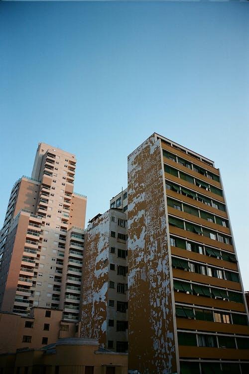 Darmowe zdjęcie z galerii z apartament, architektura, biznes, budynki