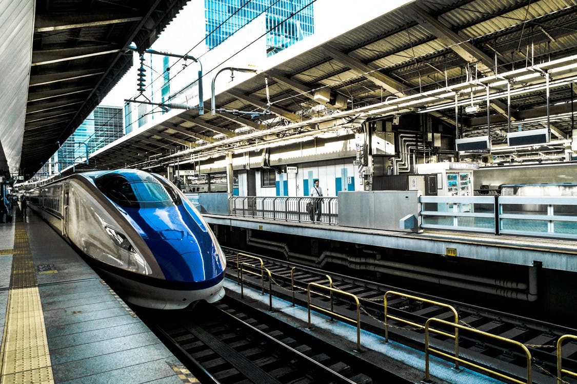 قطار السرعة على السكك الحديدية