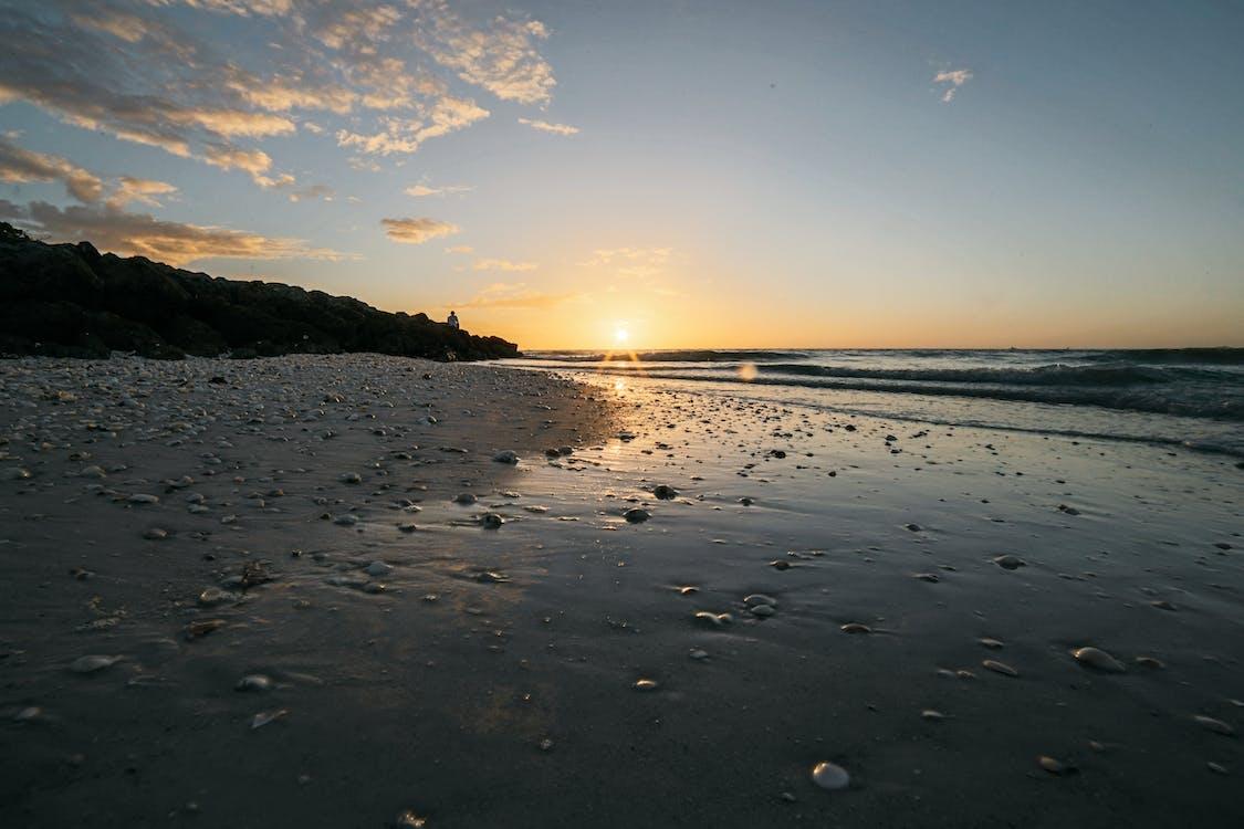 aube, bord de mer, cailloux