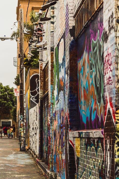 Základová fotografie zdarma na téma graffiti, město, pantofle, pouliční umění